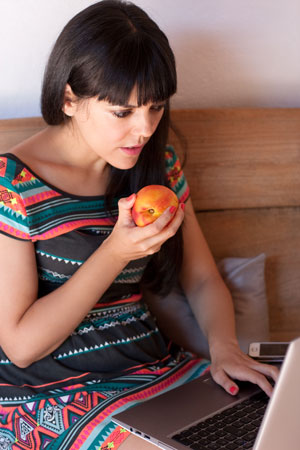 young-woman-having-a-healthy-snack-while-working-l
